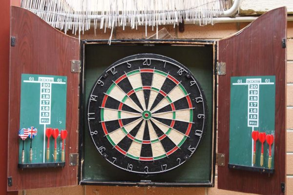 emperors-crown-hostel-darts