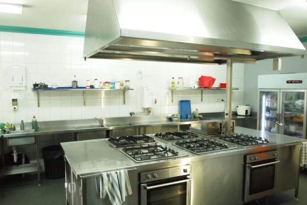 emperors-crown-hostel-kitchen-facilities-view-2