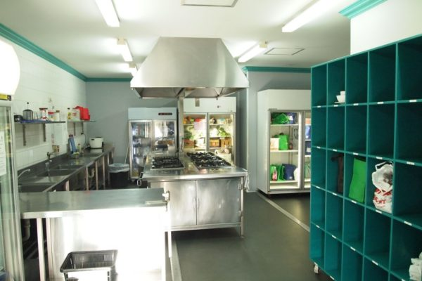 emperors-crown-hostel-kitchen-facilities-view-3