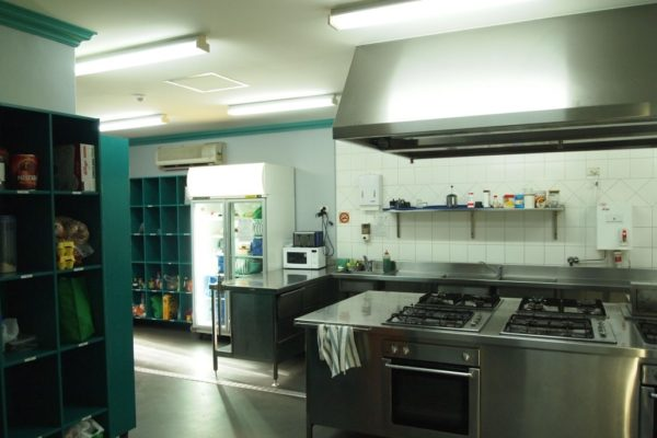 emperors-crown-hostel-kitchen-view